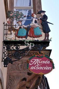 *Enseigne, Musée Alsacien*