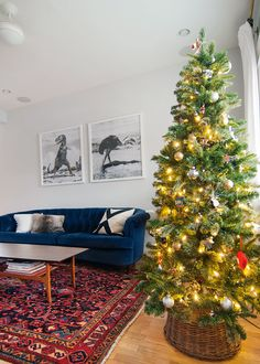 A Simple Tree Skirt Alternative - Yellow Brick Home Christmas Tree In Basket, Diy Christmas Baskets, Diy Christmas Tree, Christmas Love, Holiday Crafts, Holiday Decor, Holiday Ideas, Dark Sofa, Simple Tree