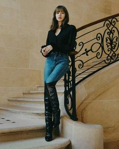 Lalisa Manoban is a workaholic businesswoman with no interest in mari… Fiction Blackpink Outfits, Fashion Outfits, Blackpink Lisa, Blackpink Fashion, Korean Fashion, Girls Generation, Lisa Blackpink Wallpaper, Rose Wallpaper, Black Pink Kpop