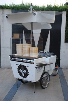 A dumpling food trike! Our first award winning Street Food Bike for Street Food Australia. The Dumpling Bike pearler - Home Coffee Truck, Coffee Carts, Mobile Cafe, Mobile Shop, Food Cart Design, Bike Food, Mobile Food Trucks, Food Kiosk, Meals On Wheels