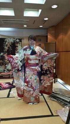絹の柳屋★振袖コレクション♪ Kimono Top, Women, Fashion, Moda, Fashion Styles, Fashion Illustrations, Woman