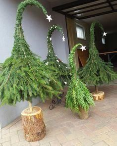 Wooden Christmas Trees, Outdoor Christmas Decorations, Christmas Wreaths, Christmas Crafts, Holiday Decor, Table Decorations, Mug Noel, Christmas Time, Christmas Christmas