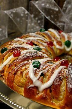 Kakkuviikarin vispailuja!: Pullat Sausage, Cupcakes, Meat, Baking, House Ideas, Food, Cupcake Cakes, Sausages, Bakken