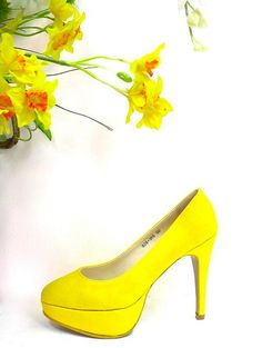 Remember these uber pretty yellow pumps from Ferretti? Well I love them so much that I asked my boss for a pair to give away. Yes, I want one lucky Project Vanity reader to win my current favorite pair of shoes! It's super easy to join. Just pick the color of Annabel Lee Pumps (out of four) you want to win and why you think it suits your personality. Go! Full mechanics after the cut.