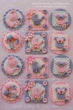 #CuteAsaButton Fondant Cupcake/Cookie Toppers. Follow me: www.facebook.com/chioscakes #CuteAsAButtonCupcakes #BabyShower #PinkAndGray #Cupcakes #BabyShowerCupcakes #PinkAndGrayBabyShower Cupcakes Para Baby Shower, Baby Cupcake, Baby Shower Cupcake Toppers, Baby Shower Cake Pops, Fondant Cupcake Toppers, Baby Shower Backdrop, Cupcake Cakes, Baby Cookies, Baby Shower Cookies