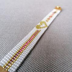 Loom Bracelet Patterns, Bead Loom Bracelets, Bead Loom Patterns, Beading Patterns, Bead Embroidery Jewelry, Beaded Jewelry Patterns, Seed Bead Art, Bead Loom Designs, Gold Heart Bracelet