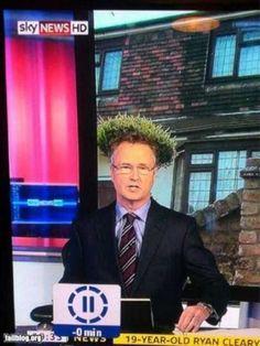 2. A este periodista la cámara le hizo crecer el cabello
