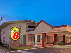 Melbourne (FL) Super 8 Motel Melbourne United States, North America Super 8 Motel Melbourne is a popular choice amongst travelers in Melbourne (FL), whether exploring or just passing through. The hotel offers a high standard of service and amenities to suit the individual needs of all travelers. Service-minded staff will welcome and guide you at the Super 8 Motel Melbourne. Each guestroom is elegantly furnished and equipped with handy amenities. The hotel offers various recrea...
