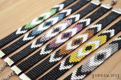Beaded Loom Bracelet // Multicolor // Friendship por Gomeow en Etsy