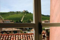 Panorama che si vede dalle finestre del WiMu di Barolo (!!) - #noipiemonte - foto di C. Pellerino