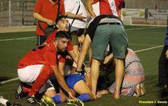 Árbitro salva a jugador de morir en pleno partido de fútbol