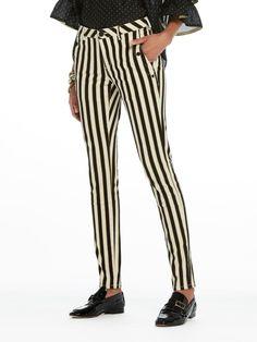 Pantalones skinny fit con corchetes