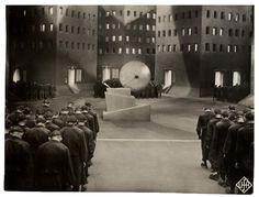 """Lang, Fritz. (1927). """"Metrópolis"""" [Película]."""