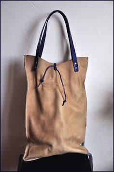 love the depth of this bag...needs a pocket on each side .