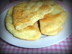 Posne lepinje sa krompirom i kupusom Romanian Food, Romanian Recipes, Cornbread, Vegetarian Recipes, Bakery, Good Food, Rolls, Pie, Sweets