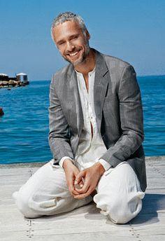 Antonis Fragakis..greek actor Greek Men, Greek Gods, Men Over 40, Men With Grey Hair, For Your Eyes Only, Older Men, Series Movies, Attractive Men, Beautiful Islands