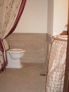 rivestimento bagno a lambris in pietra arenaria arcus, pavimento in pietra arenaria pulvis roseus - www.pulchria.it