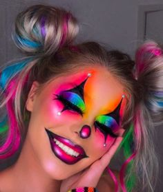 Halloween Makeup Clown, Amazing Halloween Makeup, Diy Halloween, Halloween Eyes, Cute Clown Costume, Cute Clown Makeup, Halloween College, Last Minute Halloween Costumes, Halloween Photos