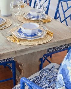 Nothing like a late night dinner. #blacksouthernbelle  Image by  @parkerkennedyliving  Who's ready for summer dinner parties? I can not wait to start setting tables at the governor's mansion like the one here we did at our clients Sea Island house... #summer #dinnerparties #dinnerparty #parkerkennedyliving #palmbeachchic #bamboo #seaisland #summervibes #dining #diningroom #entertaining #design #decoration #interiordesign #happysaturday