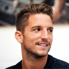 Dries Mertens Dries Mertens, Bae, Soccer Players, Pretty People, Hair Inspiration, Sexy Men, Hot Guys, Handsome, Hairstyle