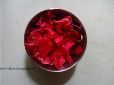 Diy Hibiscus Hair Oil which is just perfect for hot oil treatment. Its benefits are faster hair growth, covering gray hair and treating dandruff. Hair Growth Treatment, Hair Growth Oil, Natural Hair Growth, Natural Hair Styles, How To Treat Dandruff, Hair Remedies, Health Remedies, Natural Remedies, Extreme Hair