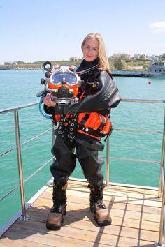 Risultati immagini per black drysuit Scuba Diving Mask, Diving Helmet, Diving Suit, Sea Diving, Scuba Bcd, Technical Diving, Diving Wetsuits, Scuba Diving Equipment, Scuba Gear