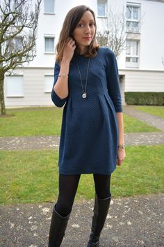 Robe bleue @Pimkie  - bottes noires @minelliOfficiel