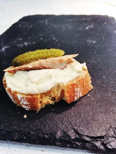 Una de nuestras tapas más tradicionales es el ajo blanco de Almería, hecho a base de almendras y ajos como principales ingredientes y está rico, rico, rico!