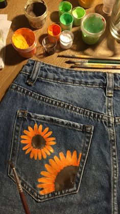 Do this but whatever painted shorts, painted jeans, painted clothes, denim Painted Shorts, Painted Jeans, Painted Clothes, Fashion Mode, Diy Fashion, Office Fashion, Diy Clothing, Custom Clothes, Pimp Your Clothes
