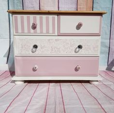 A mix of Wedding Cake, Lipstick and Grey Pebble for the shades on this chest of drawers❤️