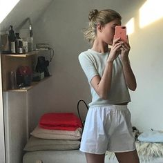 Swans Style is the top online fashion store for women. Shop sexy club dresses, jeans, shoes, bodysuits, skirts and more. Mode Outfits, Fashion Outfits, Girly Outfits, Foto Casual, Jeans Boyfriend, Looks Vintage, Looks Cool, Look Fashion, Aesthetic Clothes