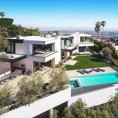 $36,000,000 Modern mansion in West Hollywood  (9133 Oriole Way)