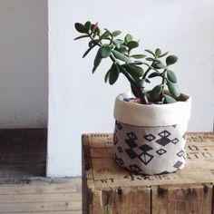 Vaso forrado com tecido, simples e elegante