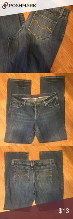 Mossimo Supply Co. size 11 👖 Mossimo Supply Co. size 11 👖  W:33 L:34  99% cotton, 1% spandex   Have any questions? Feel free to ask, I am happy to help in any way I can! 💁🏼  Thank you for considering my closet for your purchase, happy poshing!! 🎊🎊🎉🎉 Mossimo Supply Co. Jeans Boot Cut