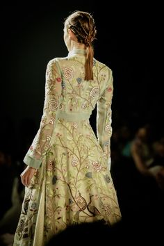 Rahul Mishra Couture 2016 For the modern day bride, elements from oldest hand techniques and artworks inspired by delicate flora of monsoons, Indian Fashion, Womens Fashion, Indian Embroidery, Couture Week, Wardrobes, Indian Outfits, Bridal, Ethenic Wear, Celebrities