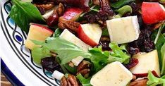 Exquise salade d'hiver aux pommes et au brie Fruit Salad, Cobb Salad, Healthy Recipes, Healthy Food, Feta, Cantaloupe, Buffet, Side Dishes, Salads