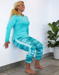 Träna ryggen hemma –5 enkla övningar | Allas.se Ab Workout At Home, At Home Workouts, Sciatica Exercises, Bra Hacks, Bedtime Yoga, Senior Fitness, Yoga Gym, Feet Care, Excercise
