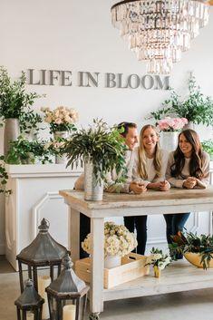 Life in Bloom Studio Tour: Floral Design Studio - Fulton Market Office Flower Shop Decor, Flower Shop Design, Floral Design, Flower Shop Interiors, Flower Bar, Cactus Flower, Flower Boutique, Flower Studio, Store Design
