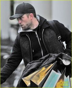 Robert Pattinson Does Last Minute Christmas Shopping in London