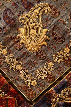 Paisley resembles a twisted teardrop. It is of Iranian and Indian origin, but its western name derives from the town of Paisley, in central Scotland, a centre for textiles where paisley designs were produced. Gold Embroidery, Embroidery Stitches, Embroidery Patterns, Machine Embroidery, Paisley Embroidery, Sewing Patterns, Crazy Quilting, Art Du Fil, Iranian Art