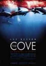 The cove - Documentales online  Documental dirigido por Louie Psihoyos, aborda la sangrienta matanza de delfines en Taiji. (2009) (Japón). El filme fue dirigido por el ex fotógrafo de National Geographic, Louie Psihoyos. Porciones de la película fueron filmadas en secreto durante 2007, utilizando micrófonos submarinos y cámaras de alta definición disfrazadas de rocas.