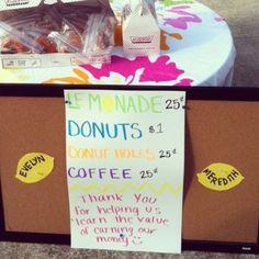 I love this idea!! Kids vending booth at my friend's yard sale. Brilliant! My boys would be adorable selling lemonade. Garage Sale Organization, Garage Sale Tips, Yard Sale Signs, For Sale Sign, Rummage Sale, Vide Dressing, Yard Design, Bake Sale, Craft Sale