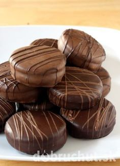 Mokka kolieska - My site Girl Scout Cookies Recipes, Cookie Recipes, Sweet Cookies, Yummy Cookies, Cooking Cookies, Czech Recipes, Chocolate Delight, Thin Mints, Sweets Cake