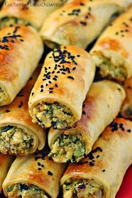 Kuchenne Łasuchowanie: Turecki Börek z nadzieniem z cukinii i sera New Recipes For Dinner, Polish Recipes, Canapes, Fresh Rolls, Hot Dog Buns, Finger Foods, Food And Drink, Appetizers, Snacks