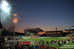 Abschied vom Georg Melches Stadion mit Feuerwerk - letztes Abendspiel im alten GMS: Niederrheinpokalfinale gegen den SV Hönnepel-Niedermörmter