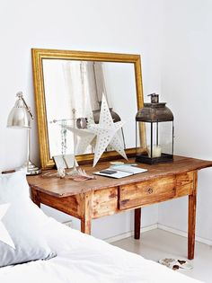 An special bedside table Design Living Room, Living Spaces, Home Interior, Interior Design, Mirror Inspiration, Design Apartment, Apartment Desk, Small Apartments, Home Bedroom