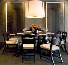 To ease you finding types of modern dining room design you want. This awesome modern dining room design contain 17 fantastic design. Dining Room Walls, Dining Room Design, Esstisch Design, Grey Interior Design, Room Interior, Fu Dog, Luxury Dining Room, Diy Design, Minimalist Home