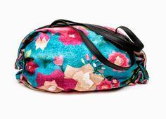 borsa farfalle , butterflies bag #outfit  #fashion #fashionblogger  #style  #accessories #bag #clutch #globetrotter #marakita#firenze #zebra #elephant #flowers #animalier #butterflies #parrot  #cool  #summer #trend #print #printtrend  #fashionblog #cool #coolhunting #ecoleather #ecofashion #traveltips  THE FASHIONAMY by Amanda Fashion blog outfit, made in italy, felpe tshirt street wear : Marakita Elephant Globetrotter Bag - Stampa EleFante...