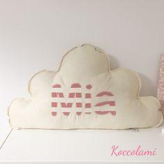 Morbidoso cuscino con nome personalizzabile, ideale per arredare la cameretta dei bambini e come regalo per la nascita