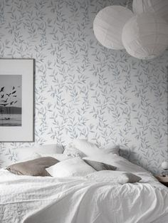 The wallpaper pattern Sense from Boråstapeter Floral wallpaper White Bedroom, Pattern Wallpaper, Grey And White, Backdrops, Floral Prints, Interior, Furniture, Design, Home Decor